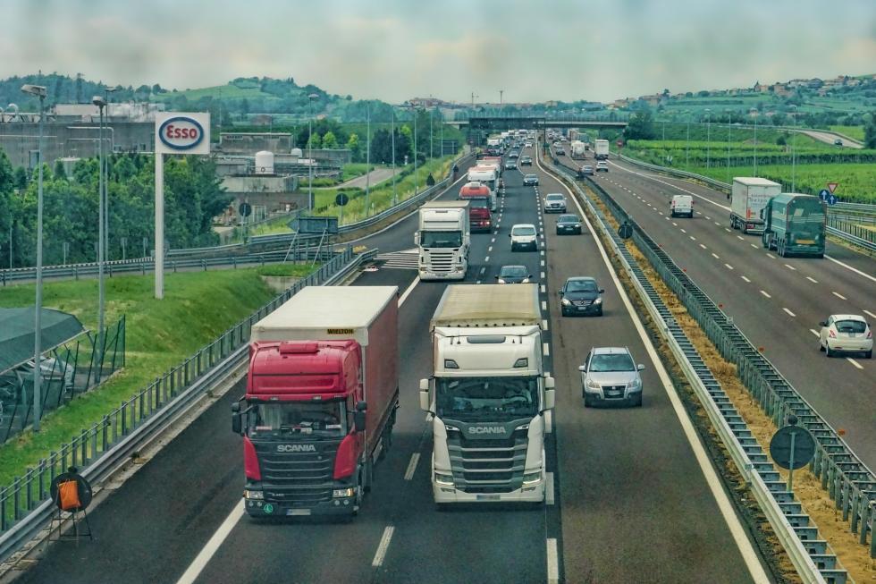 Transport międzynarodowy Włochy – podstawy poruszania się po szosach